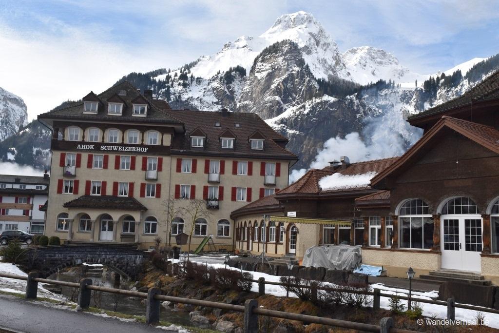 Hiken in de besneeuwde bergwereld van Kandersteg